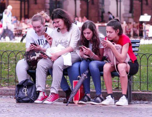 ADOLESCENTES Y REDES SOCIALES. ¿CÓMO MANEJAR SU USO EXCESIVO?